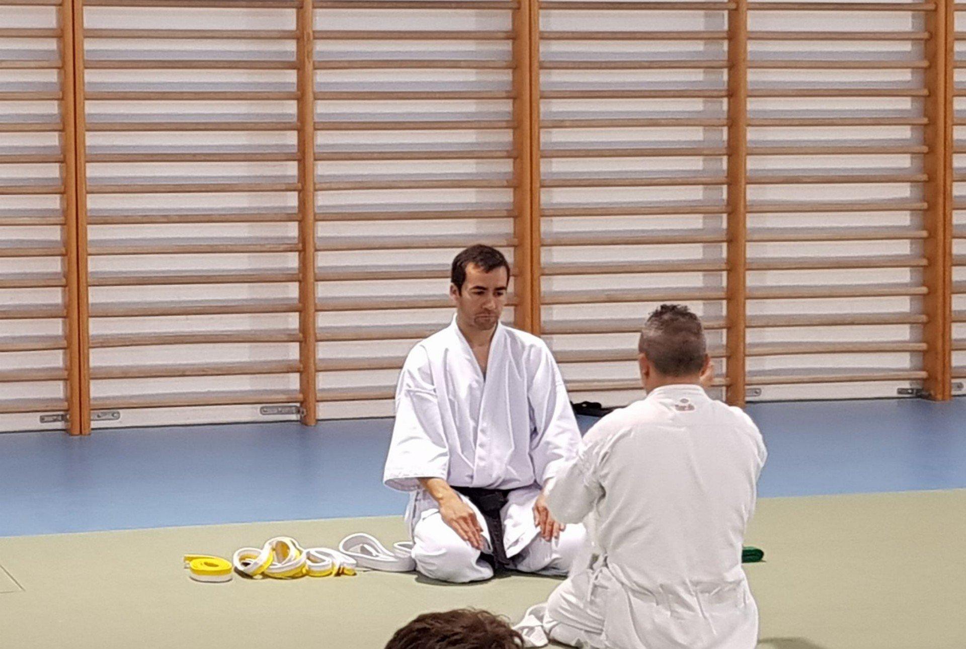 entrega de cinturon de karate en la escuela dojo kaisho