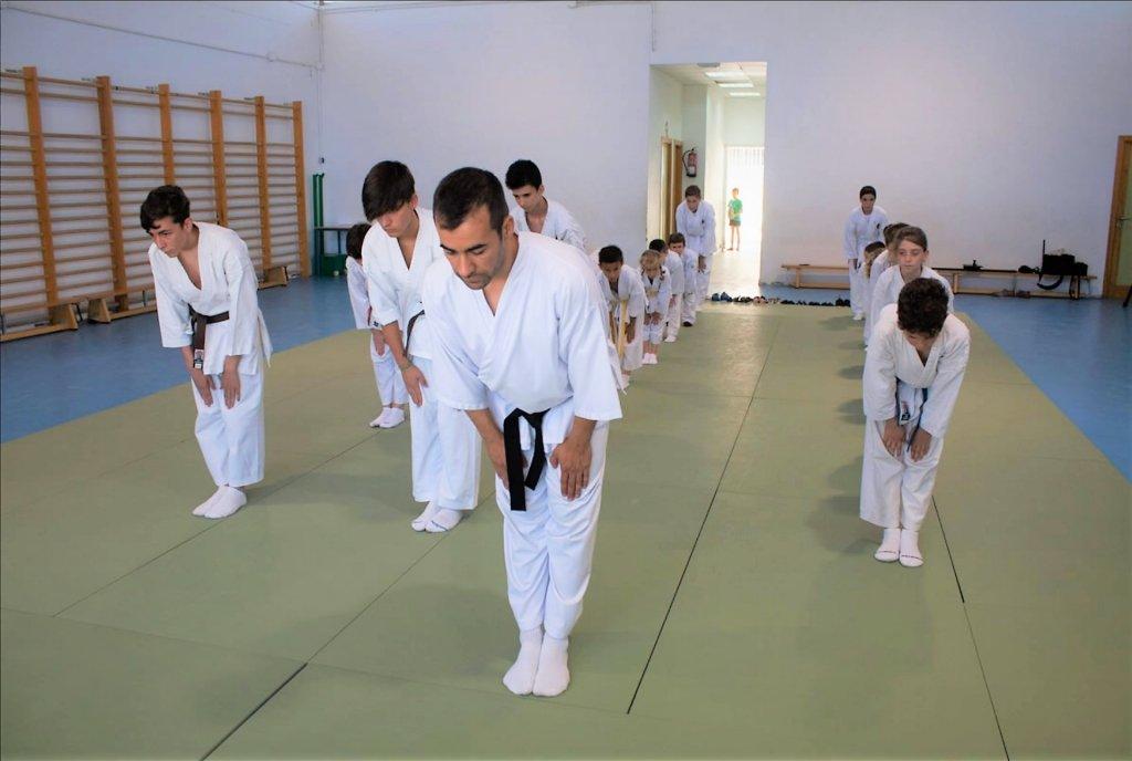 saludo final de karate en escual dojo kaisho